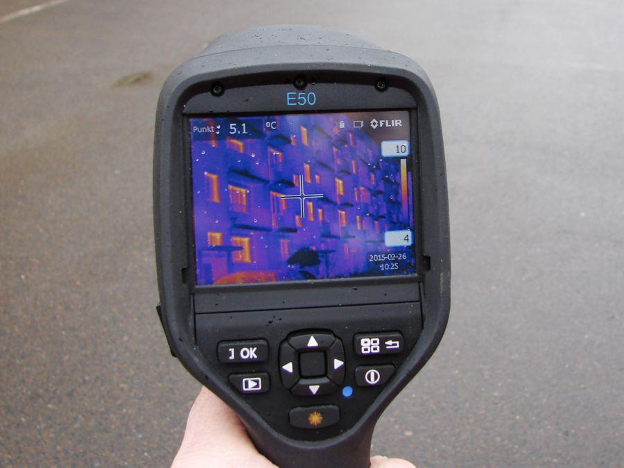 Badanie budynku kamerą termowizyjną